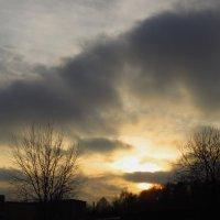 Ноябрьский закат в городе :: Андрей Лукьянов