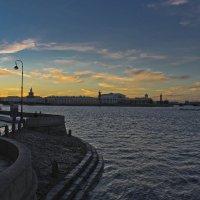 Вечер опускается на город... :: Senior Веселков Петр