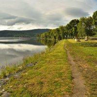 Прогулка вдоль берега :: Виктор Прохоренко