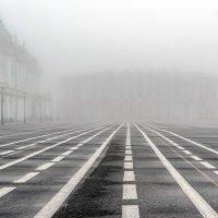 Дворцовая в тумане :: Valerii Ivanov