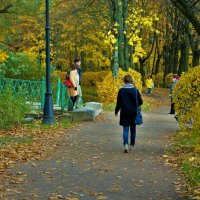 Люди и Золотая осень... :: Sergey Gordoff