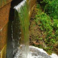 Это, милый, водопад! Это место, где вода вниз торопится всегда :: Tatiana Markova
