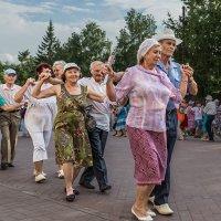 Танцы в сквере, полька :: Nn semonov_nn