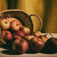 Натюрморт с яблоками :: Милоцвета (Александра Баранова)