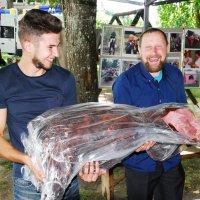 ...  На деревенском празднике угощают охотники, 1 :: Kostas Slivskis
