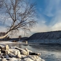 Задумчивость холодной реки... :: Александр   Матвей БЕЛЫЙ