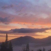 Светает в горах :: Сергей Чиняев