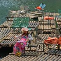 Китайская дама на плоту. :: Андрей + Ирина Степановы
