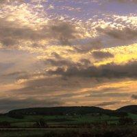 А солнечный закат соткал полям наряд, :: Александр Липовецкий