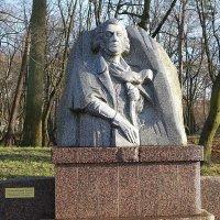 Памятник А. Мицкевичу в городском парке :: Маргарита Батырева
