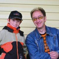 улыбчивые сын с отцом :: леонид логинов