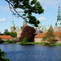 Замок Фредериксборг. Роскошный замок в стиле голландского ренессанса на берегу живописного озера :: Елена Павлова (Смолова)