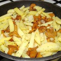 Легенда гласит: со сковородки вкуснее. :: Валерий Судачок