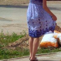 Молодая, симпатичная, длинноногая блондинка продаст 10 мешков цемента..:) :: Андрей Заломленков