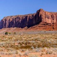 Гора Sentinel Mesa и индейская деревня (Долина Монументов, США) :: Юрий Поляков