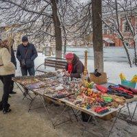 Какой бы сувенир купить? :: Константин Поляков