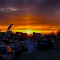 Питер закат на улице Фучика :: Юрий Плеханов
