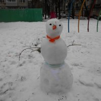 Снеговик во дворе :: Tarka