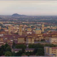 Бергамо. Вечер.. Вид на верхний город... :: Николай Панов