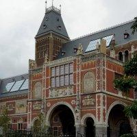 Музейные сады  на фоне исторического здания Рейксмузеума :: Елена Павлова (Смолова)