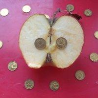 Гипотеза: яблоки в райском саду хранили зёрна-монеты СССР?!... :: Алекс Аро Аро