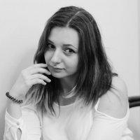 За столиком. :: Александр Бабаев