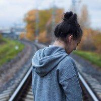 Девушка с поникшими плечами... :: Валерия Потапенкова