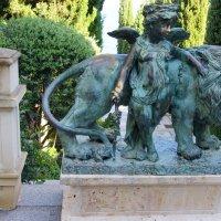 Скульптура бронзовога льва с Ангелочком :: Валерий Новиков