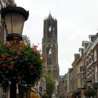 Над центром города возвышается карильонная башня кафедрального собора, построенная в 1382 :: Елена Павлова (Смолова)