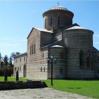 Храм в Пецунде :: Андрей
