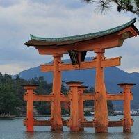 Тории храма Ицукусима :: Евгений Печенин