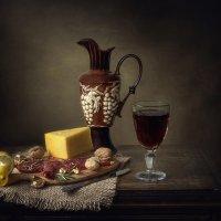 Натюрморт с копченым мясом и сыром :: Ирина Приходько