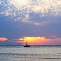 Закат,яхта,облака. :: Виктория Попова