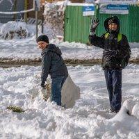 Мы лепим снежный ком :: Игорь Сикорский