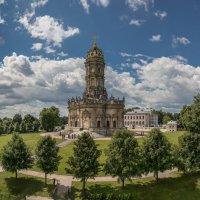 Усадьба и знаменитая церковь Дубровицы. :: юрий макаров