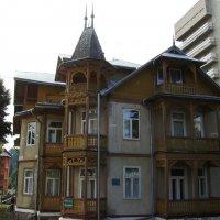 Административное   здание   в    Трускавце :: Андрей  Васильевич Коляскин