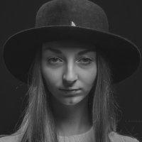 Портрет в Анфас. Модель Элиза, первая съемка. :: krivitskiy Кривицкий
