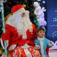 Снегурка поняла: не вырваться! Придётся рассказывать стих! :: A. SMIRNOV