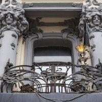 Балкончик на Тверской. (Москва) :: Сергей Козырев
