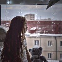 Девочка у окна :: Юлия Гировка