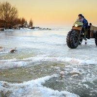 Рыбаки. Возвращение с рыбалки... :: Влад Никишин