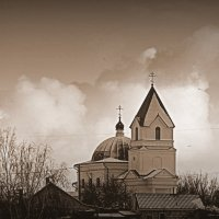 Храм на фоне облака :: Александр Прокудин