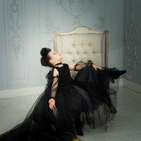 Сидящий черный ангел :: Ирина Вайнбранд