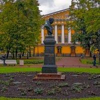 Памятник-бюст В.А.Жуковскому :: Сергей Карачин