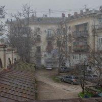 Двор. Туман :: Игорь Кузьмин