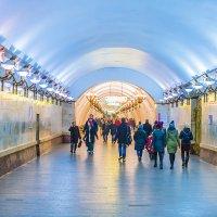 Новый год 2018 в московском метро. Станция Арбатская. :: Игорь Герман