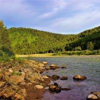 На берегу горной реки :: Сергей Чиняев