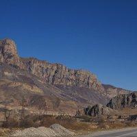 У черных камней в Тызыл - каньоне :: M Marikfoto