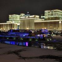 Дом на Фрунзенской набережной :: Анатолий Колосов