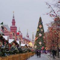 Новогодняя ярмарка на Красной площади :: Ольга